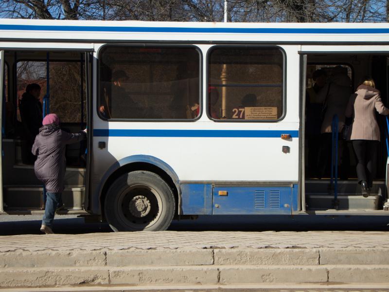 Сегодня сутра новгородцы опоздали наработу из-за переполненных автобусов