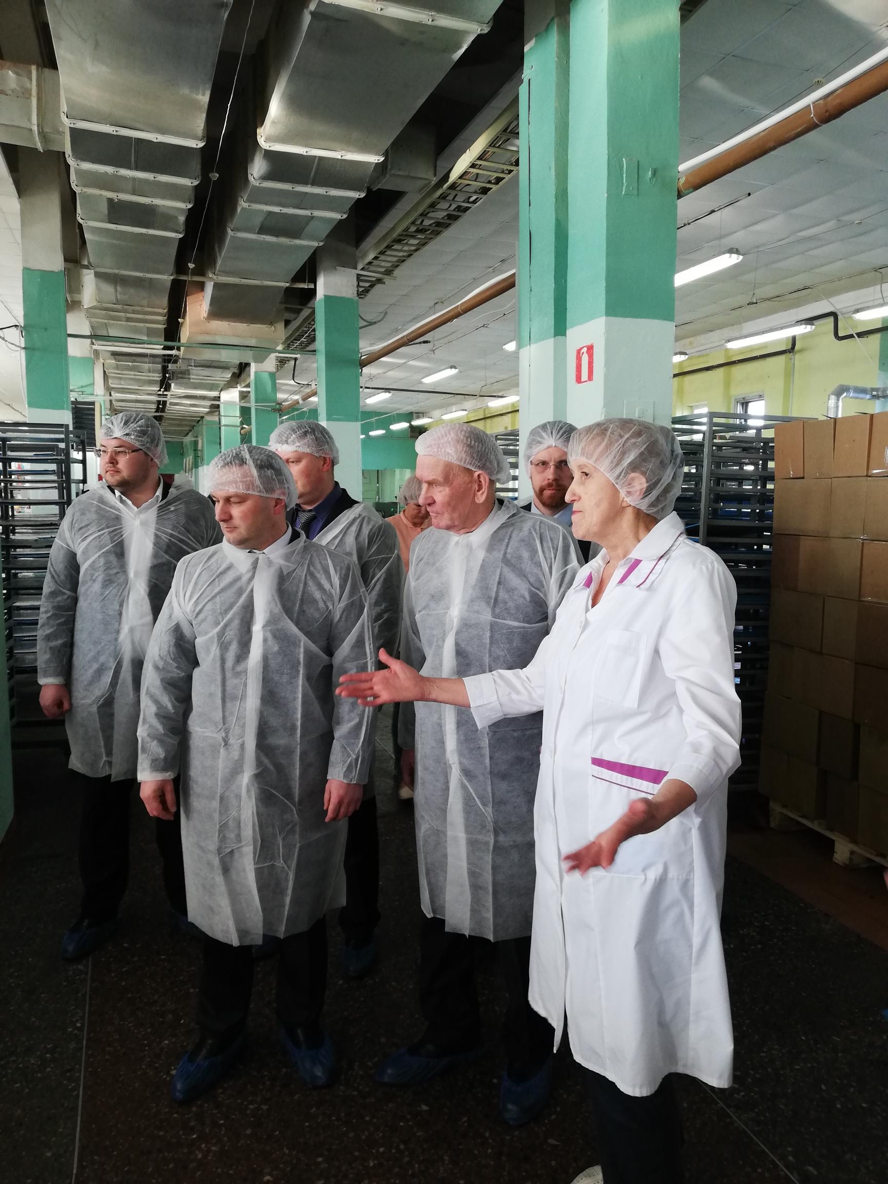 Сергей Бусурин побывал с рабочим визитом на новгородской кондитерской фабрике