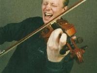 Скрипка Устюжанина может рычать и выть...
