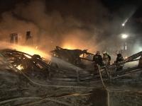Крупный пожар в центре города: 50 пожарных тушат огонь