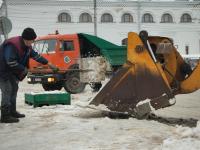 Для уборки Великого Новгорода от снега не хватает трактористов