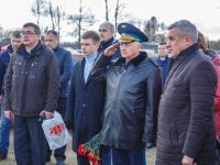 Поисковики «Акрона» торжественно захоронили пилотов пропавшего без вести бомбардировщика