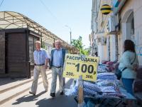 В Великом Новгороде уличный продавец лишился товара