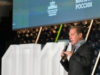 «Надо мечтать», - заявил на новгородском форуме Дмитрий Медведев